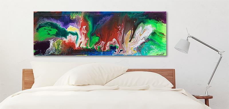 Indretning med abstrakte malerier i soveværelset